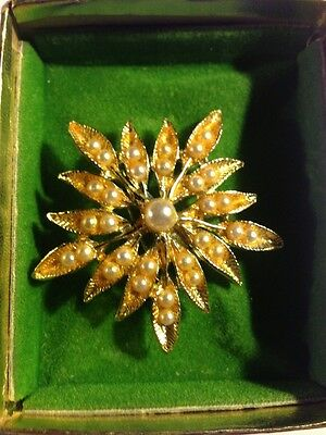 Stunning Vintage Estate Gold Tone Faux Pearl Flower Brooch!