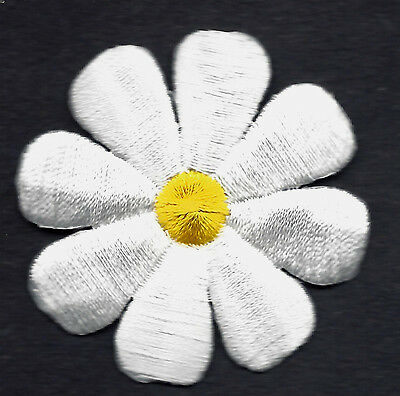 "DAISY, WHITE w/YELLOW CENTER (2"")- Iron On Embroidered Applique/Flowers"