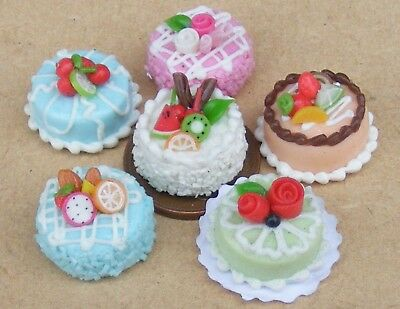 Single Hand Made Cake Dolls House Miniature Kitchen Bakery Accessory Round Shape