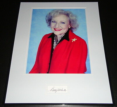 Betty White Signed Framed 16x20 Photo Display Golden Girls Hot in Cleveland
