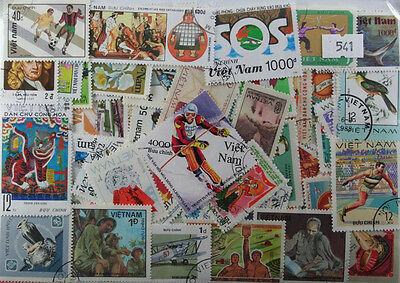 500 Vietnam stamps in packet (541)