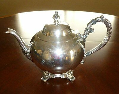 WM A ROGERS ROUND SILVERPLATED TEAPOT