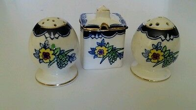 Vtg ROYAL WINTON GRIMWADES SALT & PEPPER SHAKERS FOOTED with Mustard