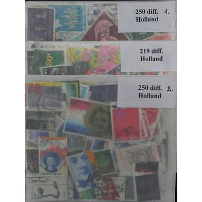 700 Holland stamps in packet. (ww018)