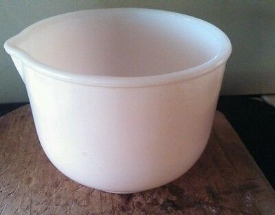 GLASBAKE BY SUNBEAM MIXING BOWL With SPOUT  8g 20 CJ PINK ON WHITE