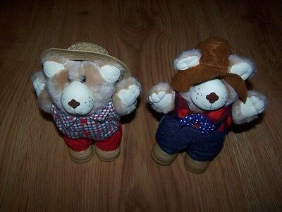Lot of 2 Wendy's Furskins: Boone and Farrell