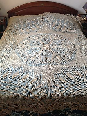 Gorgeous Vintage Handmade Filet Lace Coverlet or Tablecloth