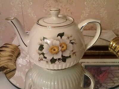 ELLGREAVE IRONSTONE TEAPOT BY WOOD AND SONS ENGLAND 4 1/2 in TALL