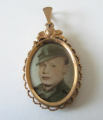 Vintage Rolled Gold Sweetheart Oval Photo Pendant 1940s WWII Soldier Military