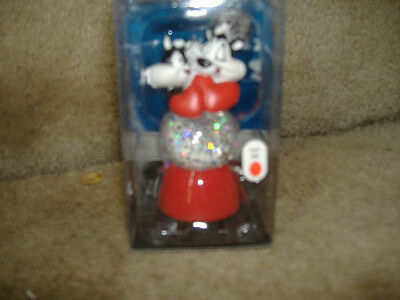 PEPE LE PEW PENELOPE SNOW SPARKLE SNOW GLOBE LIGHTED CHANGES COLORS NEW IN PACK