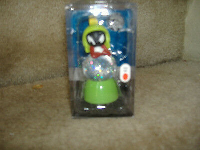 marvin the martian   SNOW SPARKLE SNOW GLOBE LIGHTED CHANGES COLORS NEW IN PACK
