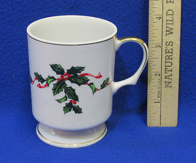 Lefton China Coffee Cup Mug Holly Berries Berry Mistletoe Design Christmas