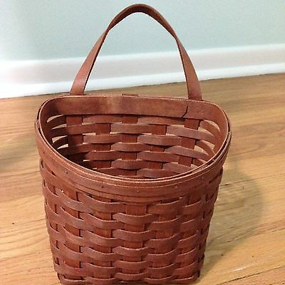 VINTAGE WOVEN WOOD WALL HANGING BASKET  Leather handle MAIL HOLDER GARDEN