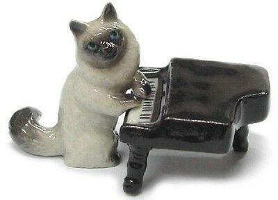 MB029 - NR Musician - Cat playing the piano