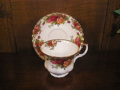 EXCELLENT Royal Albert OLD COUNTRY ROSES TEA CUPS & SAUCERS - 1sts
