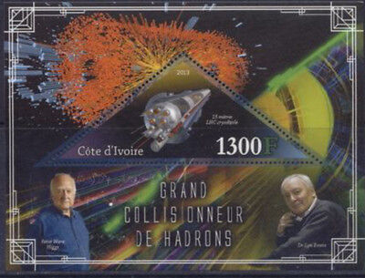 2013 Space Stations - Souvenir Sheet w/ 1 Triangle Stamp - 9A-228