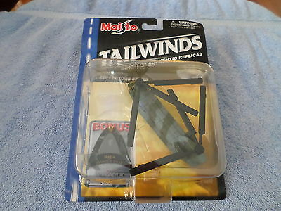 2001 MAISTO TAILWINDS CHINOOK CH-47 DIE CAST METAL HELICOPTER - NIP