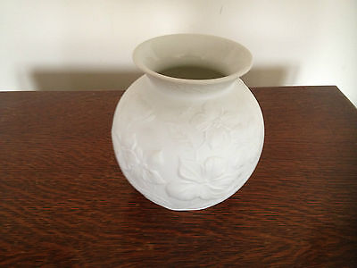 BEAUTIFUL KAISER POTTERY VASE. (STAMPED AND SIGNED M FREY. Numbered.0353)