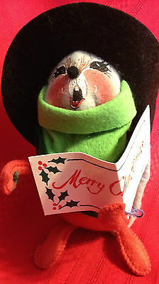 Annalee Gray Mouse - 1993 - Holding Songbook Tree/Top Hat - Missing tree