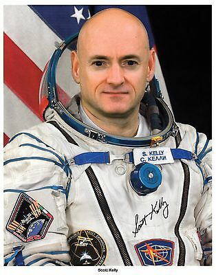 Scott Kelly Signed 8X10 NASA Photo Sister/Law Gabrielle Giffords STS-103 STS-108