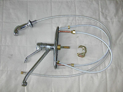 Moen 7400 kitchen faucet single lever w/ pullout spray *working used condition*