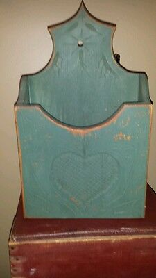 HANGIN WOODEN WALL BOX WITH TAIL ON BACK AND HEART ENGRAVING NICE PAINA
