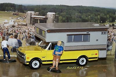 1970 CHEVY C-10 LONGHORN PICKUP CAMPER HOT WHEELS JOHNNY LIGHTNING 1/64 DIORAMA