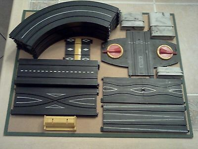 VINTAGE TYCO HO SPEEDWAY TRACKS AND LAYOUT INSTRUCTIONS - ASSORTED PIECES
