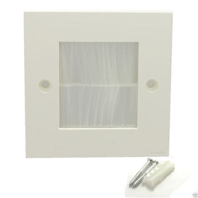 WHITE BRUSH Faceplate for Cable Exit/Wall Outlet UK Single Gang White [007592]