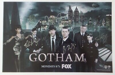 WonderCon 2015 EXCLUSIVE FOX  GOTHAM Cast signed poster Cast & Producer