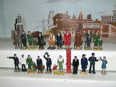 Lot Of 20 Vintage 1950's S Gauge Lead Railroad Figures & Ticket Stand