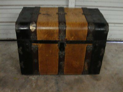 Antique Steamer Trunk With Great Colorful Inside Trays And Overall Great Shape