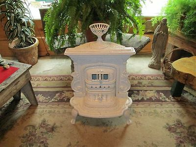 Gorgeous Antique Wood Stove! Cottage Home Must See