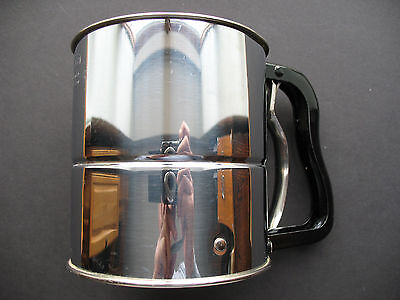 VINTAGE ANDROCK METAL 3 SCREEN FLOUR SIFTER, BLACK SQUEEZE HANDLE
