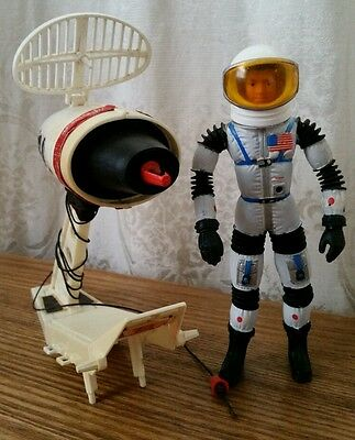 1966 Major Matt Mason Mattel Astronaut no broke Wires and Reconojet Pak great