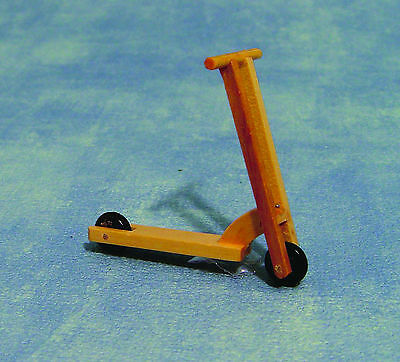 1:12th Scale Pine Wooden Scooter Dolls House Miniature Nursery Toy Accessory