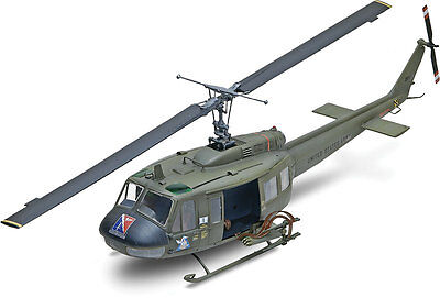 Revell UH-1D Huey Gunship Helicopter 1/32 model kit new 5536