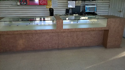 GLASS DISPLAY SHOWCASE for retail stores.