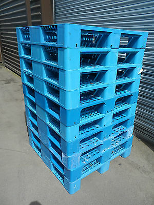 1100x1100 HEAVY DUTY PLASTIC PALLETS (WITH RUNNERS) - SET OF 10 -  USED