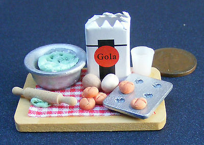 1:12 Scale Baking Set On A Board Dolls House Miniature Kitchen Accessory W