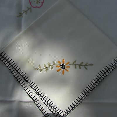Vintage Hand Embroidered Flowers Linen Tablecloth & 4 Napkins Perfect for Summer