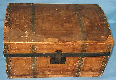 ANTIQUE PAPER over WOOD DOLL DOME TOP TRUNK w/LID & TRAY PRIMITIVE CA1890's