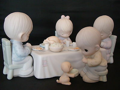 WE GATHER TOGETHER TO ASK THE LORD'S BLESSING 109762 Precious Moments 6 PC MIB