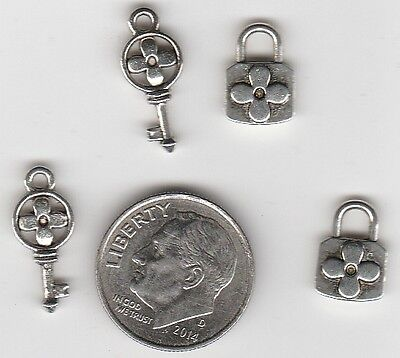 JUNKMANRALF U.S SELLER C21 Lot of 50 OLD TIME LOCK silver tone metal  charms