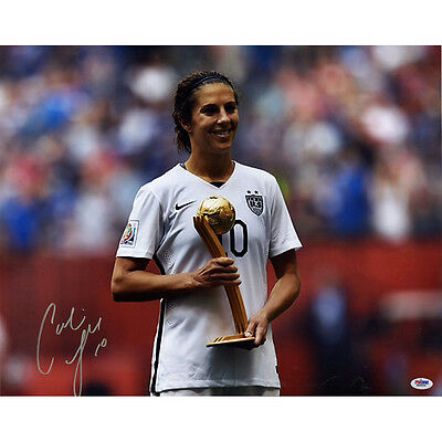 Carli Lloyd Signed 2015 World Cup Gold Medal 16x20 Photo ( PSA)