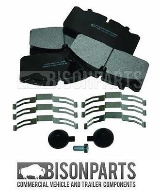 Man Le Series Front & Rear Brake Pad Set With Fitting Kit 29088 / 29091