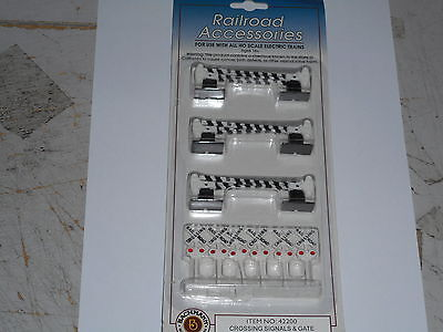 Bachmann Ho  3X Rail/road Crossing With Barrier Arms And Signs