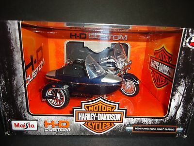 Maisto Harley Davidson FLHRC Road King Classic 2001 with Side Car 1/18
