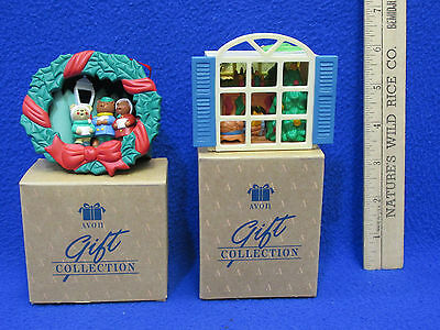Avon Light Up Ornaments Collection Carolling Trio & Warm & Cozy Room Boxed Lot 2