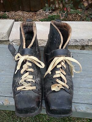 ANTIQUE Ski Boots Skiing Black   LEATHER Boots in GOOD Condition